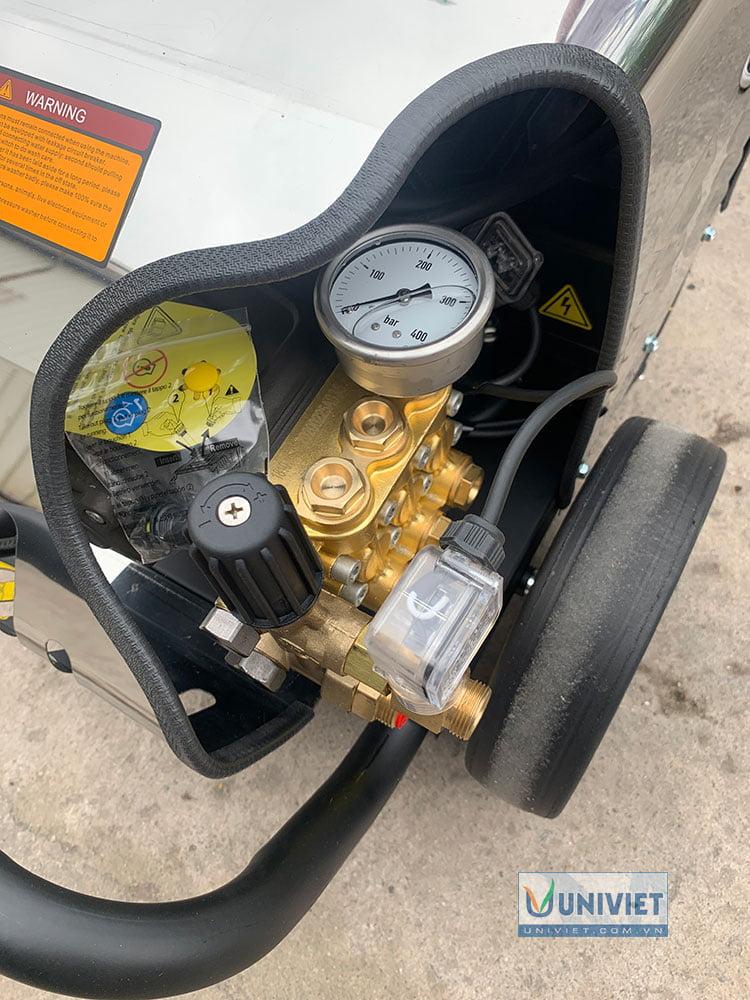 Đầu bơm của máy rửa xe cao áp UniViet UV - 2200TTS