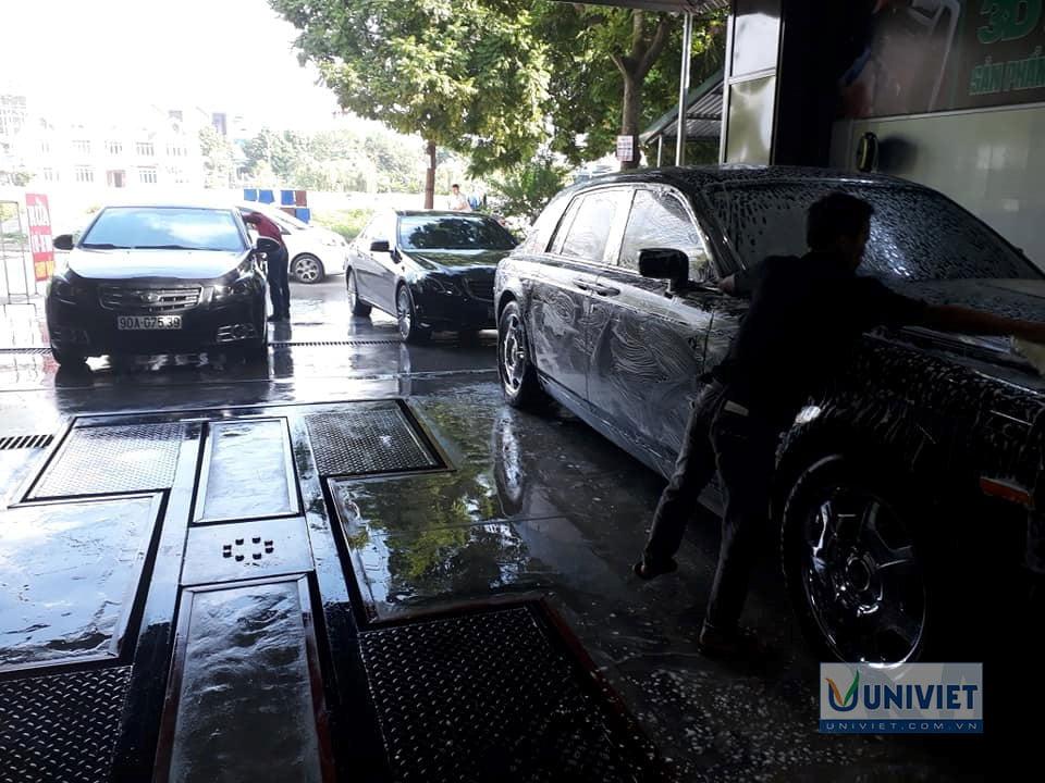 Rửa xe tại trung tâm Ngọc Tùng