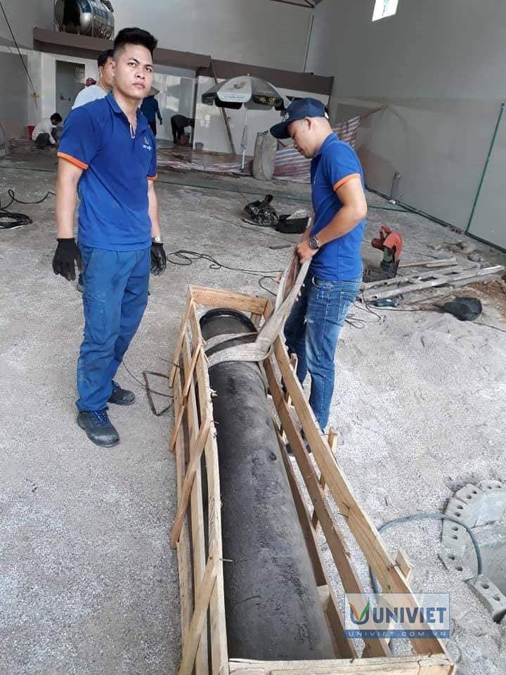Ty ben cầu nâng 1 trụ rửa xe Senok được di chuyển vào xưởng