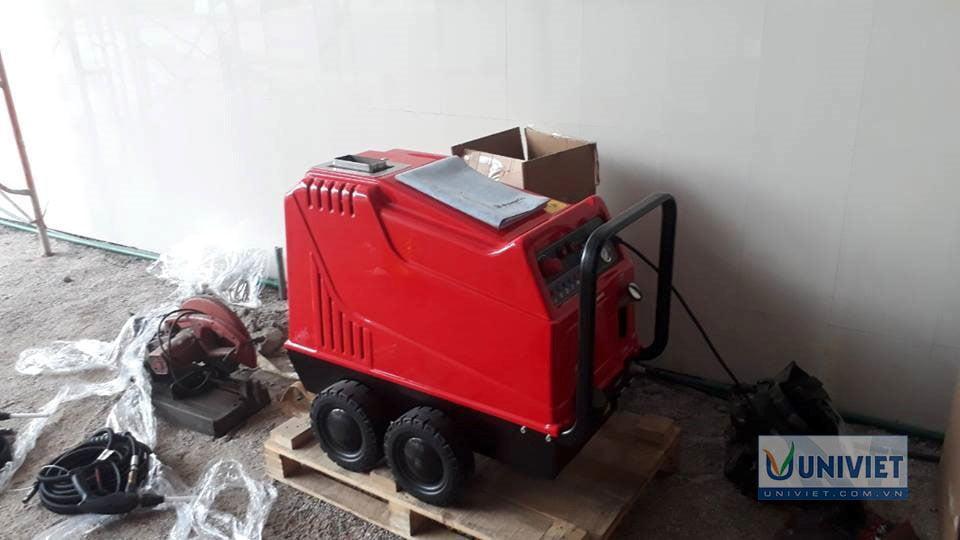 Máy rửa xe nước nóng Streamer Astra Evo tại vị trí lắp đặt